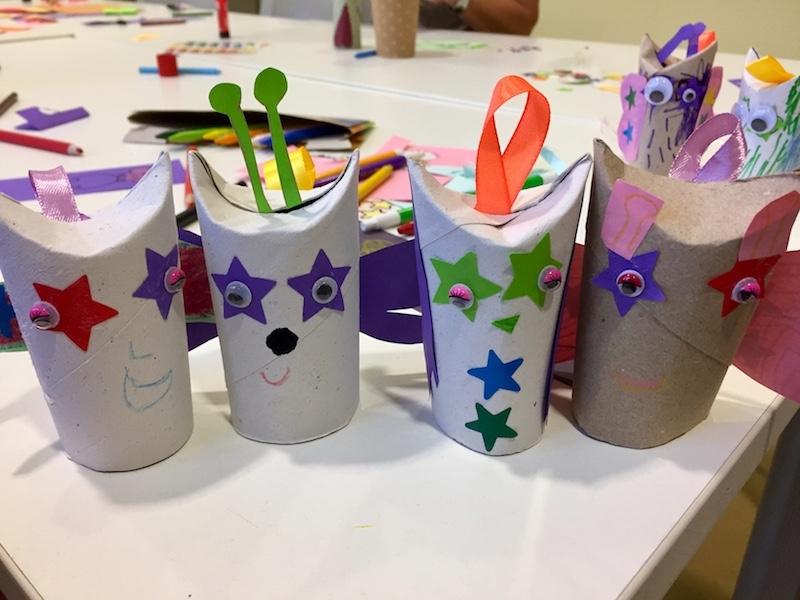 Taller infantil con materiales reciclados en el Centro Cívico Vila Florida